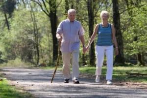Tăng cường việc vận động đi lại để làm giảm nguy cơ loãng xương
