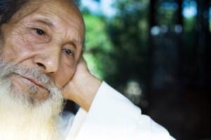 Tuổi già là nguyên nhân ảnh hưởng đến chất lượng giấc ngủ ở người cao tuổi
