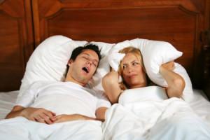 Ngáy ngủ gây ra một số điều phiền toái cho giấc ngủ của người khác