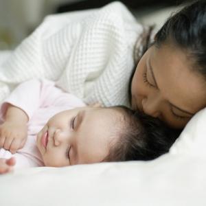 Phòng tránh hiện tượng trẻ hay thức giấc vào ban đêm