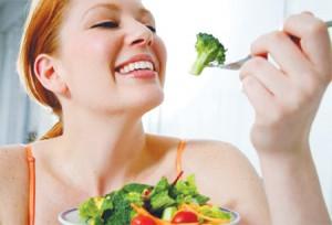 Người bị cao huyết áp không nên ăn quá no trước khi ngủ