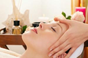 Mát xa mặt có tác dụng lưu thông máu trên toàn bộ khuôn mặt