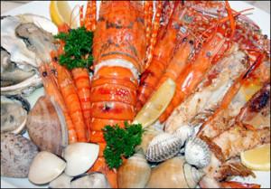 Hải sản rất giàu canxi giúp bạn ngăn ngừa bệnh loãng xương