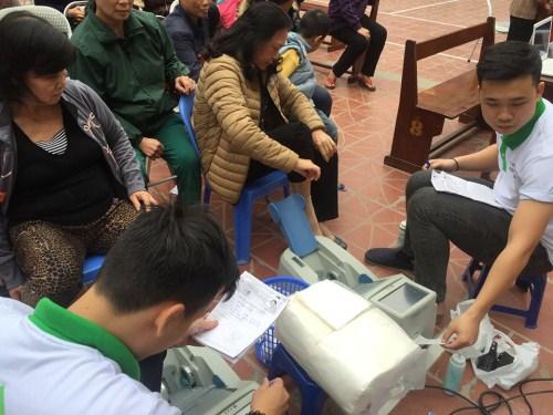 tu van cham soc xuong tai phuong xuan la 1 Thêm hơn 100 phụ nữ Phường Xuân La nhận tư vấn chăm sóc xương và làm đẹp da