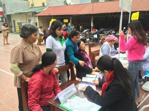 tu van cham soc xuong tai phuong xuan la 2 Thêm hơn 100 phụ nữ Phường Xuân La nhận tư vấn chăm sóc xương và làm đẹp da