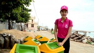 """Thí sinh Hoa hậu Việt Nam Lê Trần Ngọc Trân bên cạnh những """"thùng rác An Trĩ Vương"""""""