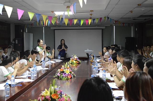 Dược sĩ Lê Thị Phương, Giám đốc chia sẻ kiến thức về sản phẩm