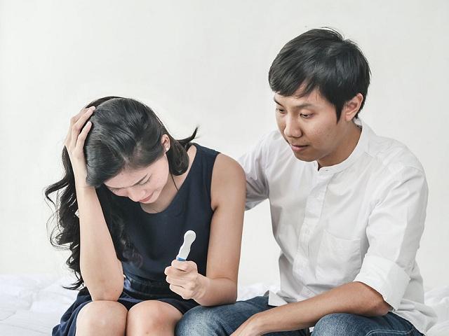 Bị rong kinh quan hệ có nguy hiểm không?