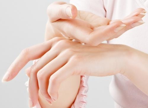 Các bài thuốc Đông y chữa tê bì chân tay hiệu quả