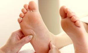 Hướng dẫn bấm huyệt bàn chân trị bệnh tê bì chân tay