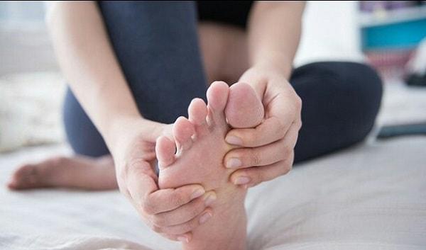 Bị tê ngón chân cái có nguy hiểm không?