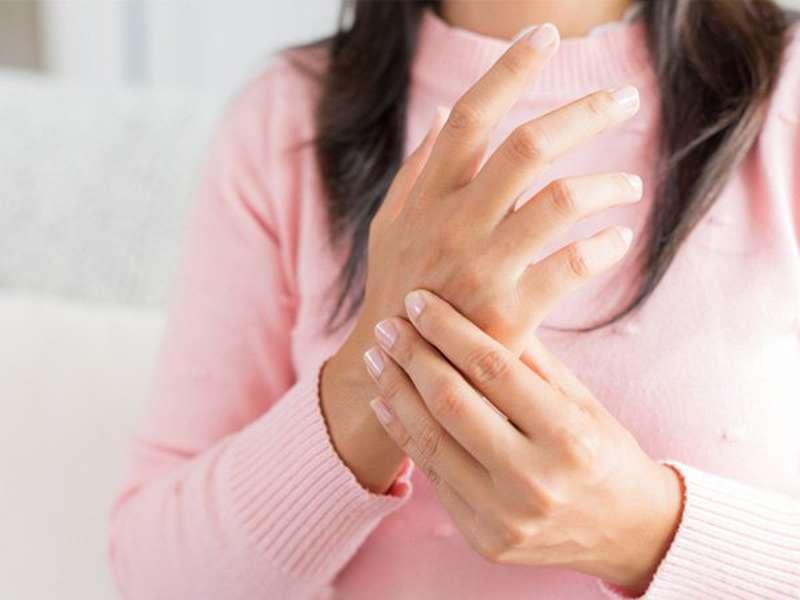 Bị tê tay chân là thiếu chất gì và nên bổ sung thế nào?