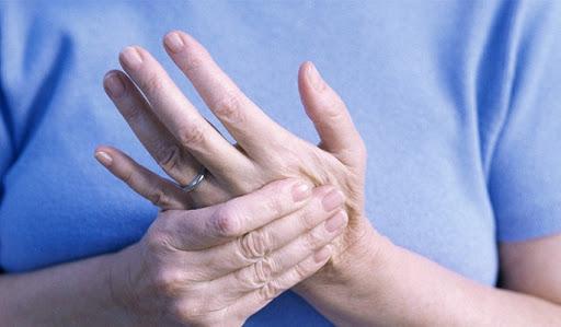 Mẹo dùng cách dân gian trị tê bì tay trái hiệu quả