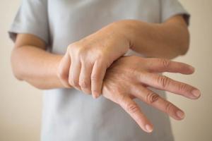Cách điều trị bệnh tê chân tay nhanh khỏi nhất
