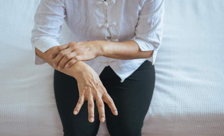 Ưu, nhược điểm khi dùng cây thuốc nam chữa bệnh tê tay chân