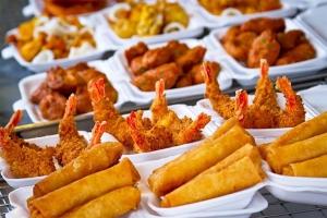 Đau bụng tiêu chảy ra nước nên kiềng đồ nhiều mỡ, hải sản