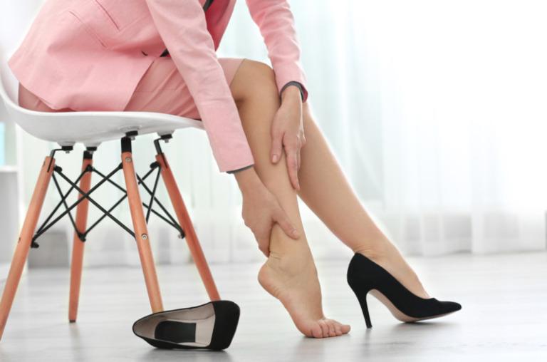 Các bài thuốc dân gian giúp điều trị tê chân tại nhà