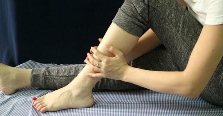 Cách khắc phục tình trạng ngồi lâu bị tê chân