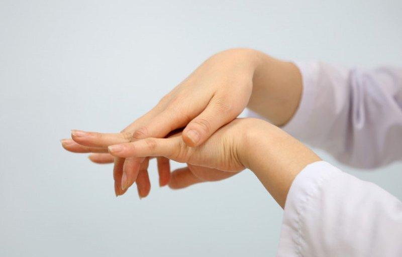 Tê bì chân tay và những điều cần biết về bệnh lý này