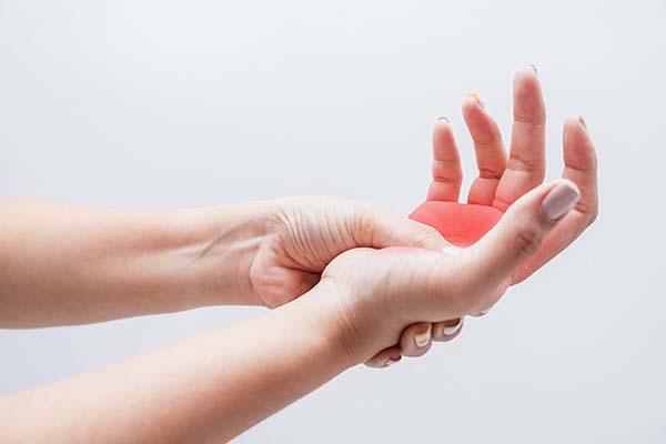 Những đối tượng dễ mắc bệnh tê bì chân tay