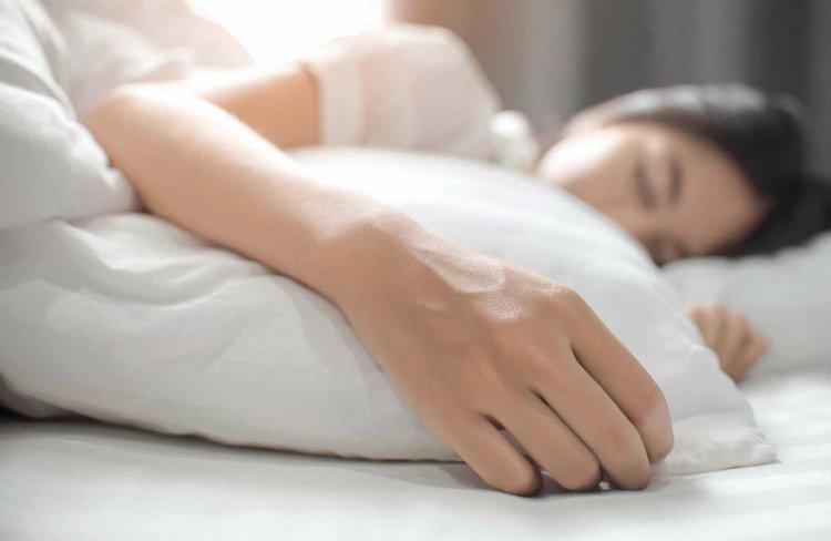 Cảnh giác với hiện tượng tê bì chân tay khi ngủ
