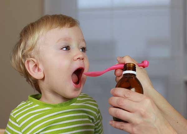 Trẻ em bị táo bón uống thuốc gì?