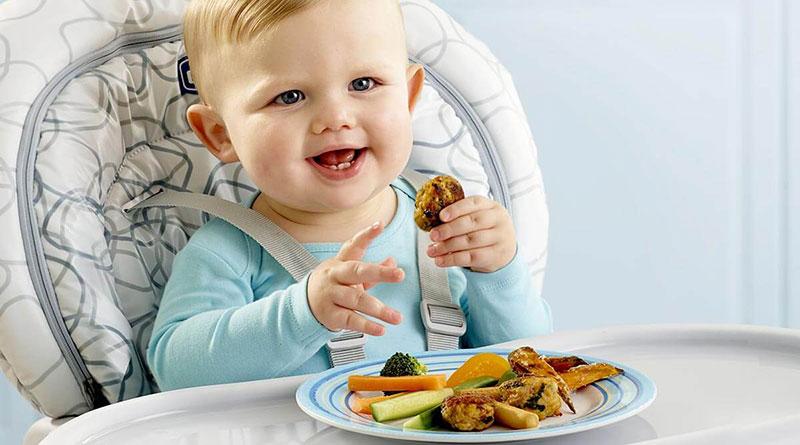 Bé 7 tháng tuổi biếng ăn