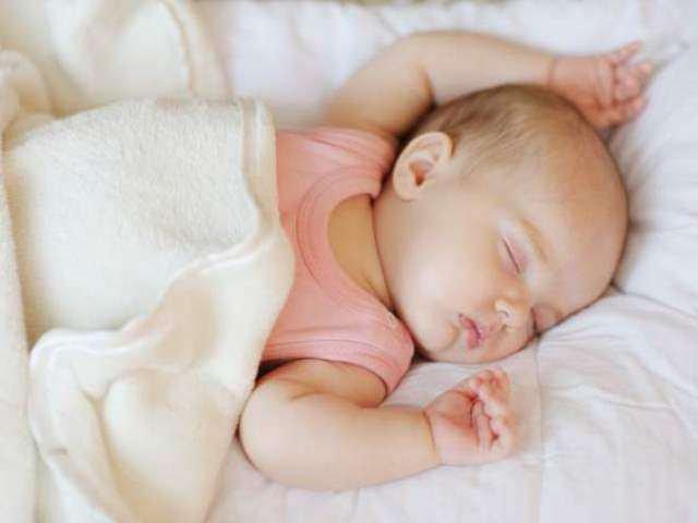 Bé sơ sinh bị biếng ăn ngủ nhiều