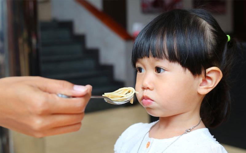 Cách chăm sóc bé biếng ăn