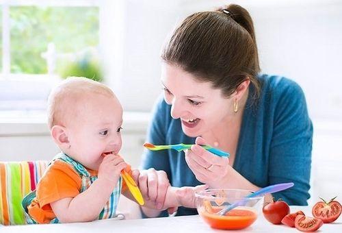 Trẻ 8 tháng biếng ăn phải làm sao ?