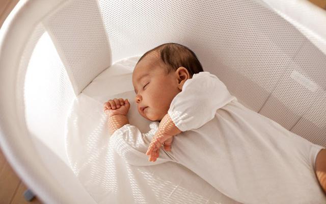 Trẻ sơ sinh biếng ăn ngủ nhiều