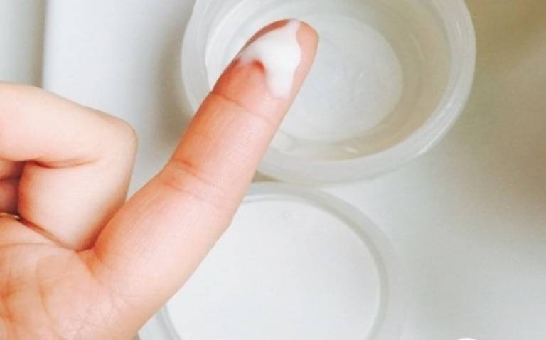 Ngứa vùng kín và ra huyết trắng có nguy hiểm không?