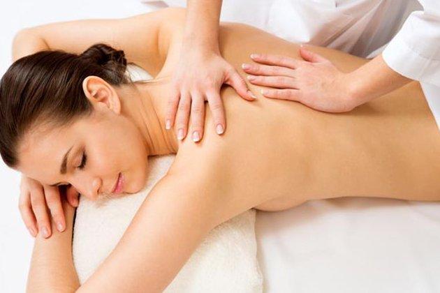 Bấm huyệt chữa đau lưng có đau không?