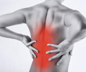 Bị đau lưng giữa là do đâu? Cần chữa như thế nào?