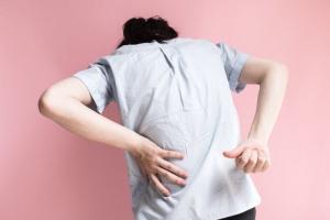 Bệnh đau lưng ở thanh niên có nguy hiểm không?