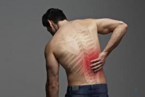 Đau lưng bên phải là dấu hiệu của những bệnh gì?