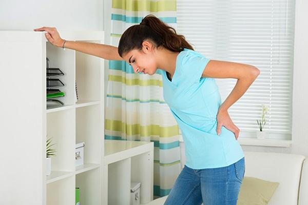 Đau bụng trên và đau lưng có nguy hiểm không?