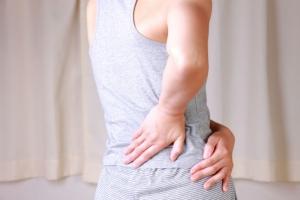 Đau lưng bên phải là bệnh gì? Chữa trị và phòng ngừa như thế nào?