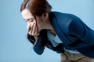 Đau lưng buồn nôn là bệnh gì? Chữa sao cho khỏi