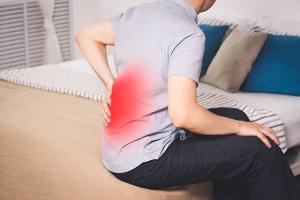 Đau lưng lan xuống mông và chân - không phải tự dưng xuất hiện
