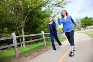 Người bị đau lưng đi bộ như thế nào để không bị ảnh hưởng?