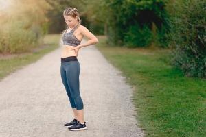 Đi bộ nhiều bị đau lưng có sao không?