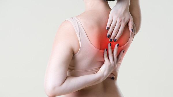 """Đứng lâu bị đau lưng - Làm cách nào """"chữa đến đâu, khỏi đến đấy"""""""
