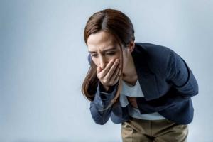 Đau lưng buồn nôn cảnh báo nhiều bệnh nguy hiểm