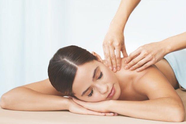 Xoa bóp bấm huyệt chữa đau lưng có thật sự hiệu quả?