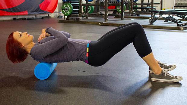 Bài tập chữa đau lưng bằng con lăn không nên bỏ qua